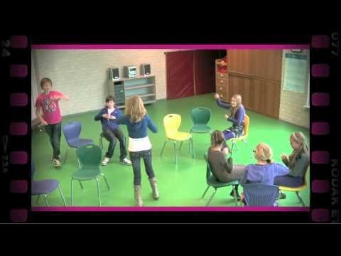 Het gebrekkige restaurant (dramaoefening bij lesmethode DramaOnline) - YouTube