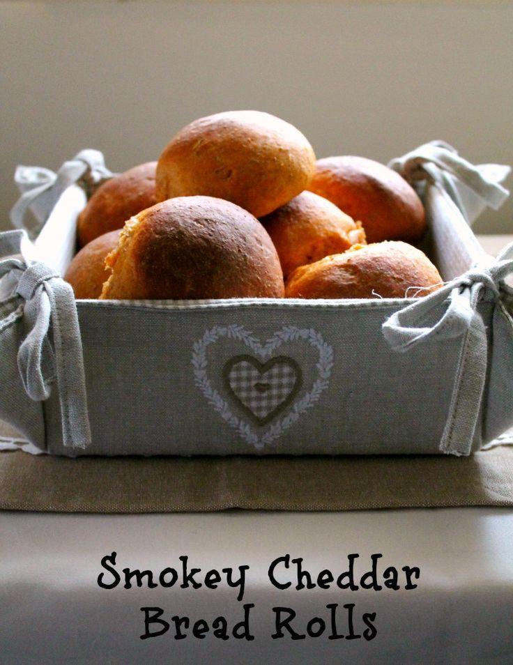 smokey cheddar bread rolls