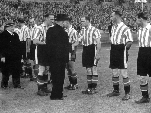 London War Cup Final 1942 @ Wembley. Brentford beat Portsmouth 2-1 in front of 70,000 fans.