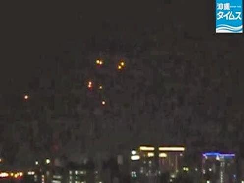 Formação de 10 Luzes Misteriosas Aparecem sobre Naha Okinawa, Japão, em 23 de Janeiro de 2014