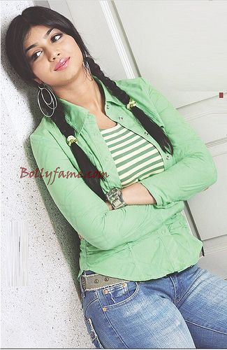 Ayesha Takia Hot New Wallpaper www.bollyfame.com   Latest Bollywood and Hollywood News, Star Interviews, Song and Movies Reviews and Previews, Gossip and more.