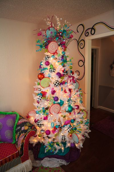 Christmas Tree. This is amazing. Every year I want to do a diff tree. This one is so fun and spunky!!
