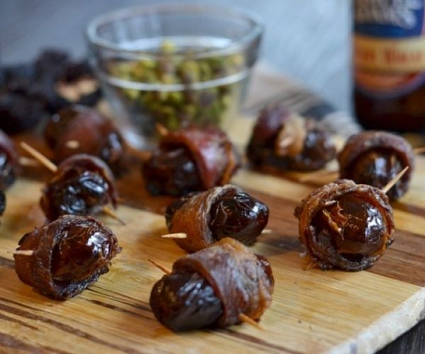 ... Dates stuffed with pistachios. Salty, sweet and everything in between
