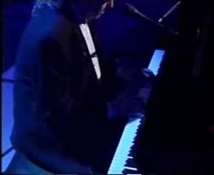 Jimmy Webb performing live Wichita Lineman on Jools Holland. Phenomenal piano.  Thank you Mr. Webb.
