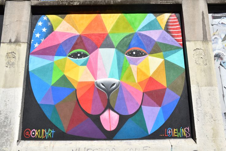 COLOURFUL GEOMETRICAL BEAR