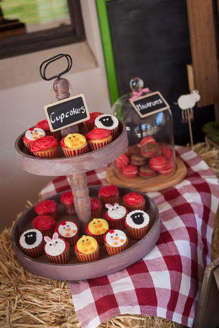Cupcakes at a Farm Party #farm #partycupcakes