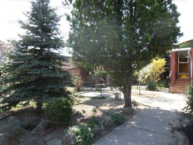 Pilisen eladó egy 130 m2-es, kétszintes, jó állapotú családi ház! A családi ház a központban található, az iskolától, óvodától pár percre,...