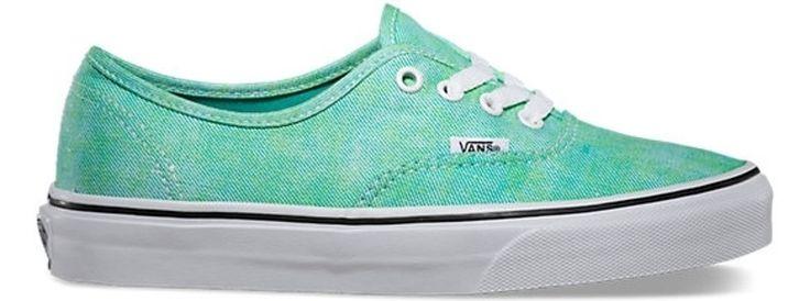 7. les #chaussures de Tennis - 7 #Articles vestimentaires #chaque adolescent doit #avoir dans son placard... → #Fashion