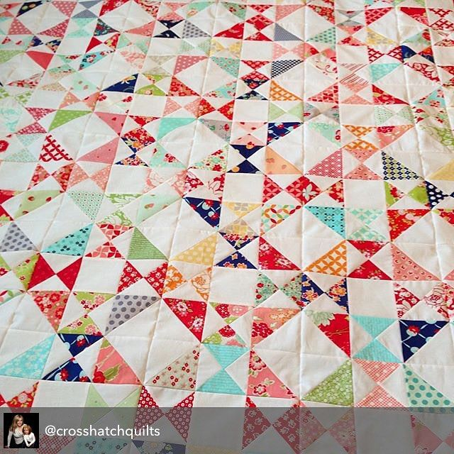 Kristie of @crosshatchquilts has been really busy making lots of half- and quarter-triangle squares using assorted Bonnie & Camille fabrics. But her gorgeous Snippets quilt makes it so very very worthwhile. Snippets pattern by Cotton Way - @bonniecottonway. #ShowMeTheModa #ModaFabrics