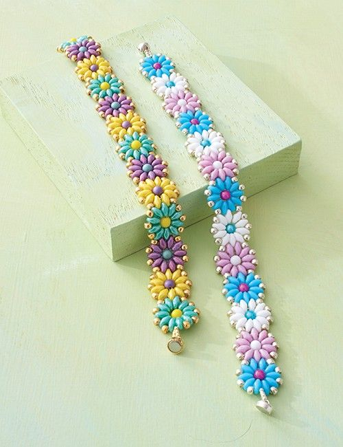 Get happy with this colorful daisy chain made of SuperDuos and pressed-glass rounds.    Finished Size: 7 3/8