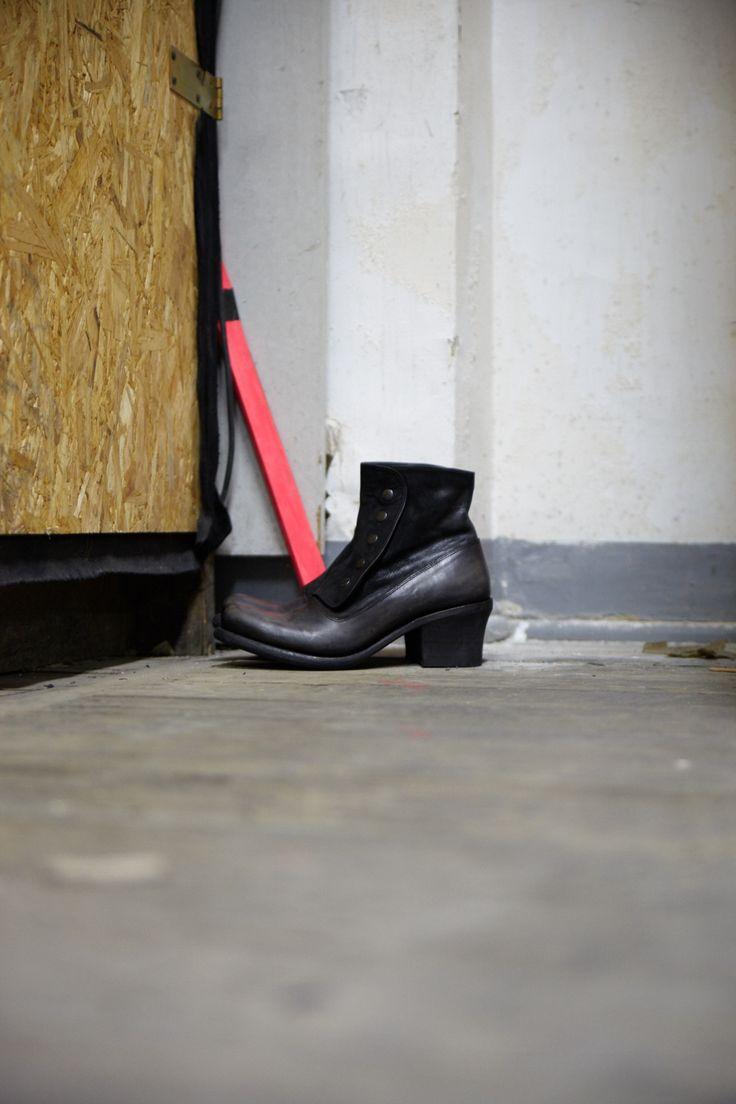 #modernretro #vintage #womensshoes #ankleboots
