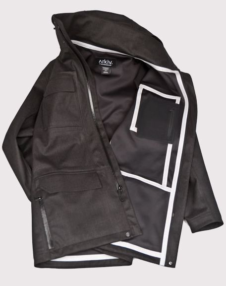 I love the contrast of the seams on the inside of this jacket. I always thought seams on the inside of a jacket was an eyesore, but this way it becomes a desgin element.