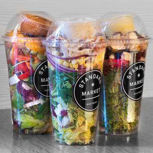 Deze 'look' kunnen wij voor u verzorgen. Wat heeft u nodig? Salad-shake bekers en een eigen ontworpen etiket via Foodconcepts.