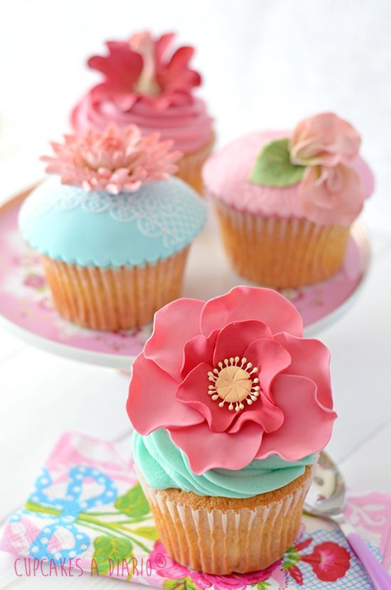 Vibrant floral cupcakes - perfect