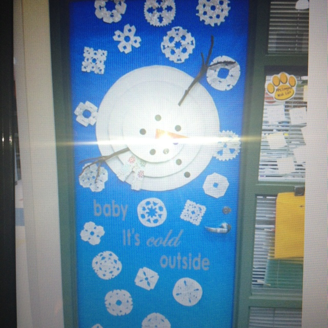 Snowman Door Decoration or Bulletin Board ~ Have the kiddos cute out the snowflakes!