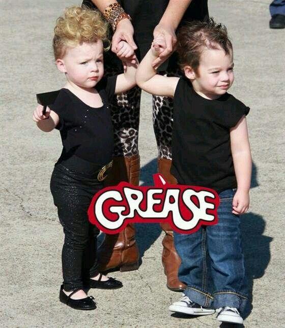 Resultado de imagen para john travolta y olivia disfraces bebes