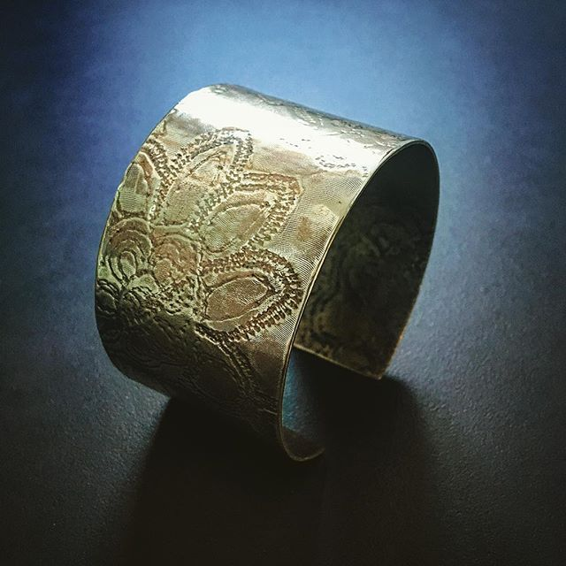 Inspired by spring - perfect for spring and summer wear - quietly @embellished with flowers #herbertandwilks #oneofakind #cuff #brass #contemporaryjewellery #contemporarydesign #lovemyflowers #spring #fashionjewelry #summerjewellery #madetoorder