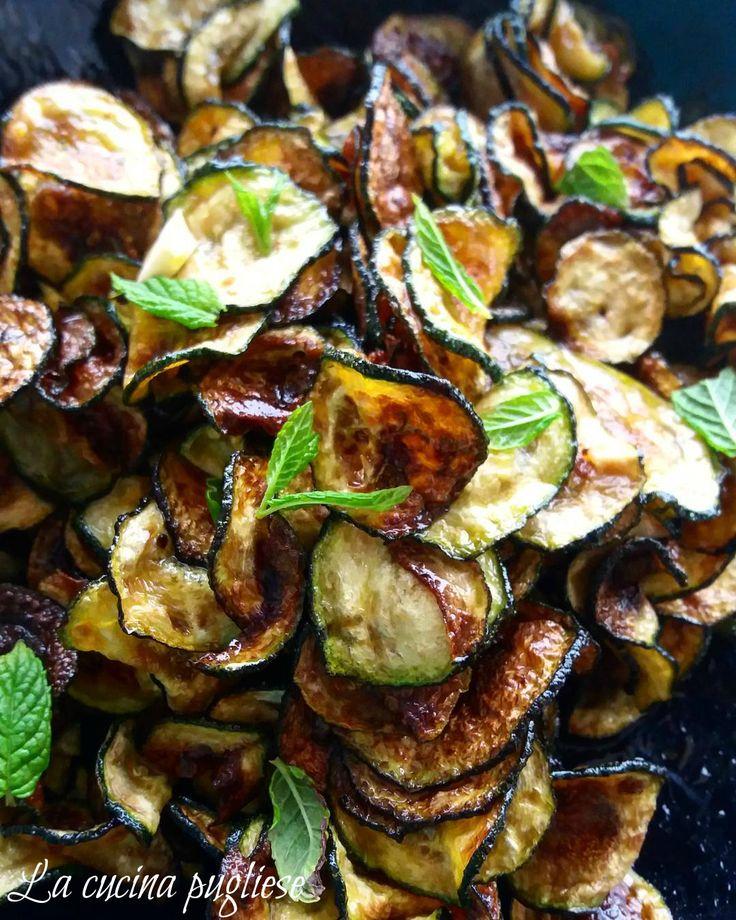 Un piatto tipico della tradizione contadina pugliese sono le Zucchine alla poverella!  Le Zucchine alla poverella è una pietanza tipica barese di origine povera, come dice il nome, ma non per questo non è un piatto delizioso, anzi. In questa portata, infatti, c'è tanta Puglia: il sole, al quale si fanno asciugare le zucchine, l'olio extravergine d'oliva nel quale si fanno friggere e la menta, gli odori di questa terra. Per la ricetta…
