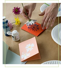 take a real flower and use it as a stamp.: Cards Ideas, For Kids, Simple Cards, Real Flowers