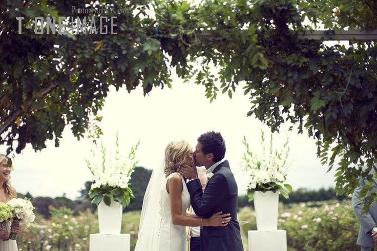 Garden Wedding sealed with a Kiss  Location: Morning Star Estate Photography: T-one Image  http://www.t-oneimage.com.au/