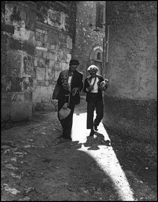 #Cocullo #1951. Young Cocullo boys arrive for the San Domenico festa carrying…
