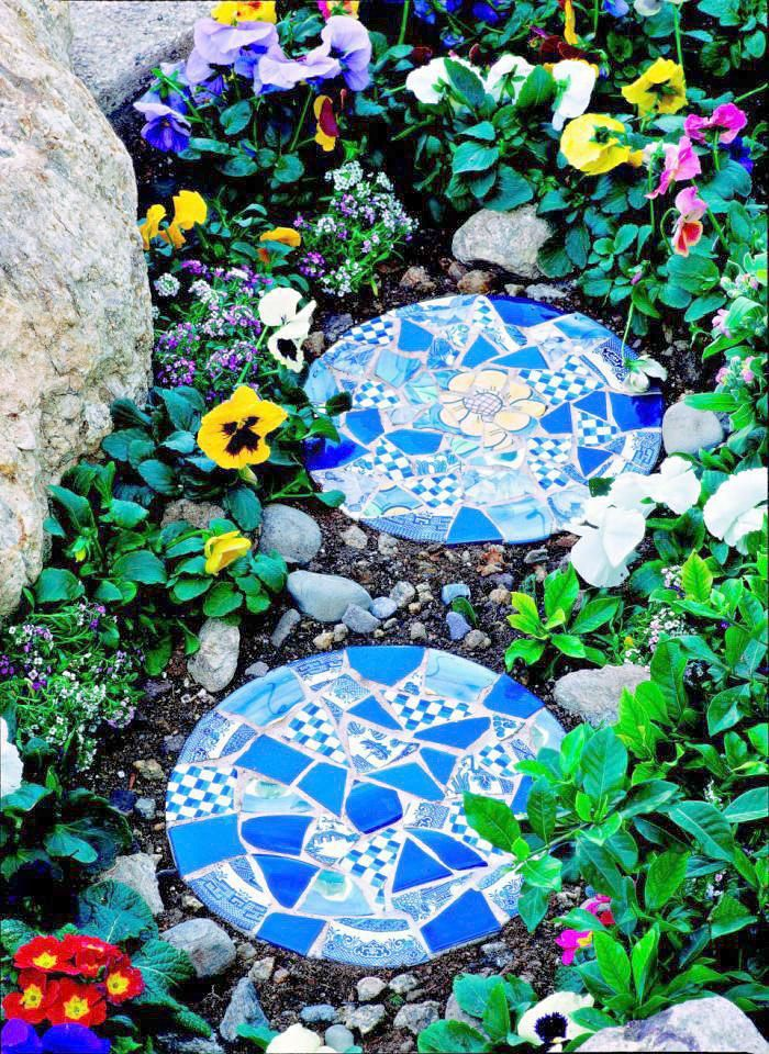 10 Garden Mosaic Projects • Lots of Ideas & Tutorials! • Including these mosaic stepping stones from midwest living.