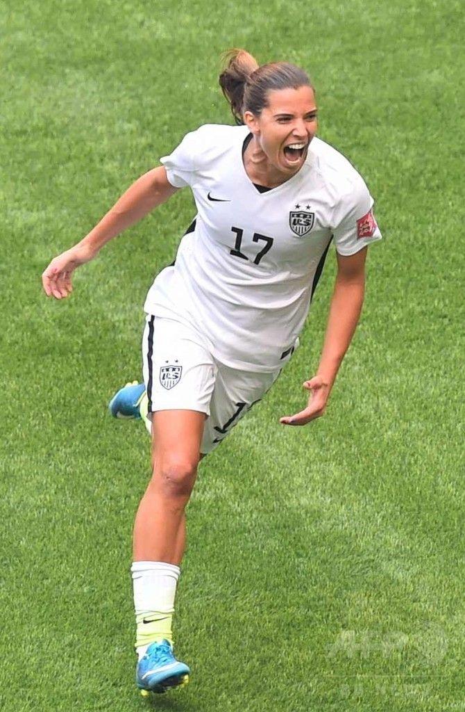 女子サッカーW杯カナダ大会・決勝、米国対日本。チーム5得点目を決めて喜ぶ米国のトービン・ヒース(2015年7月5日撮影)。(c)AFP/NICHOLAS KAMM ▼6Jul2015AFP|米国が通算3度目の女子W杯制覇!なでしこ連覇ならず http://www.afpbb.com/articles/-/3052325 #2015_FIFA_Womens_World_Cup #Final_United_States_vs_Japan #Tobin_Heath