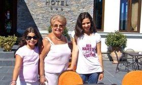 Βέφα Αλεξιάδου: Για γεύμα με τα εγγόνια της   Έπειτα από πολύωρο πασχαλινό shopping σε γνωστό πολυκατάστημα των βορείων προαστίων η Βέφα Αλεξιάδου και η συνονόματη εγγονή της απήλαυσαν ένα μεσημεριανό γεύμα!  from Ροή http://ift.tt/2oUl0gh Ροή