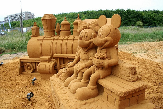 Mickey ve Minnie Kum Heykel