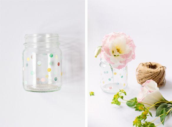 x4duros.com: DIY: Pintar un jarrón a topos con pintura de uñas