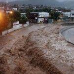 Dos ciclones tropicales simultáneos causan más de treinta muertos en México