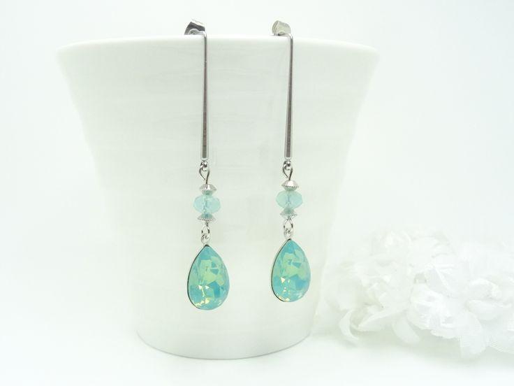 """Boucles d'oreilles clous d'oreilles tiges en acier inoxydable, cabochon poire et perle cristal Swarovski """" Pacific Opal """" : Boucles d'oreille par madely"""
