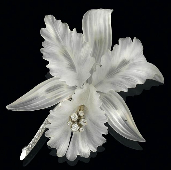 A diamond crystal flower brooch  white gold 585, brilliants and diamond rhombs, some of old-cut, total weight ca. 0,50 ct, cut petals, 24,3 g