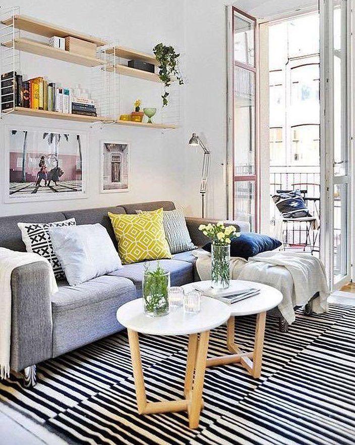 Para relaxar nada mais gostoso do que um sofá fofo e aconchegante e mais cheio de almofadas#decoration #instadecor #instahome #casa #home #interiordesign #homedesign #homedecor #homesweethome #inspiration #inspiração #inspiring #decorating #decorar #decoracaodeinteriores #Mobly #MoblyBr #saladeestar