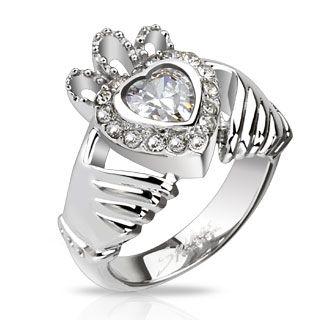 Flott Claddagh ring i rustfritt stål med Cubic Zirkonia.  Claddagh ringen er en tradisjonell irsk ring som representerer kjærlighet, lojalitet og vennskap (hendene representerer vennskap, hjertet representerer kjærlighet, og kronen representerer lojalitet) #smykke #rdamesmykker #damering #ring #claddagh #claddaghring #kjærlighet #vennskap #zendesign