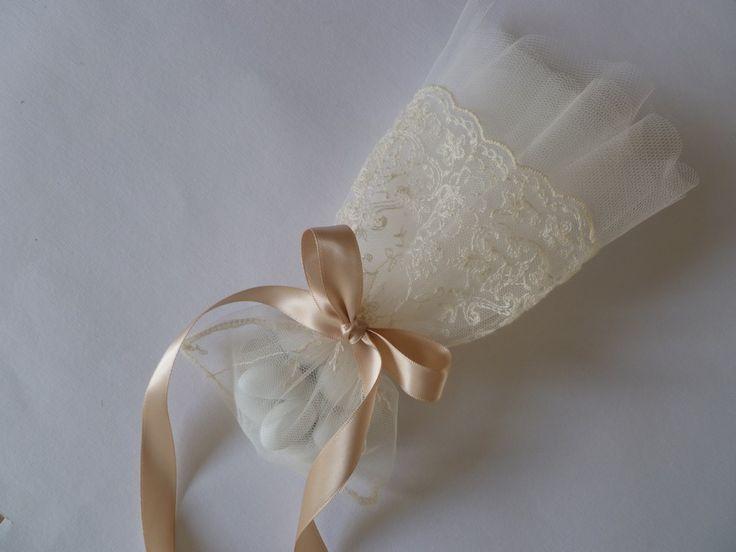 μπομπονιέρα γάμου με δαντέλα και τούλι