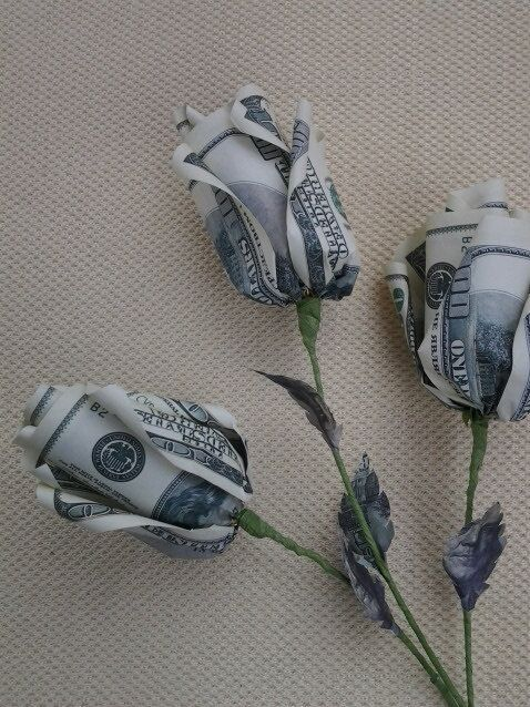 Rose Money Origami. These are the flowers I want from my boyfriend.