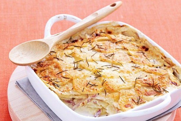 Πατάτες+με+ζαμπόν+και+τυρί+σε+κρεμώδη+σάλτσα+στο+φούρνο