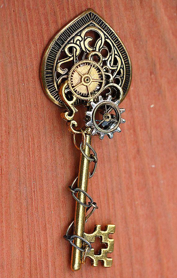 50 OFF SALE  Celtic Heart Gears Key Neckalce by KeypersCove