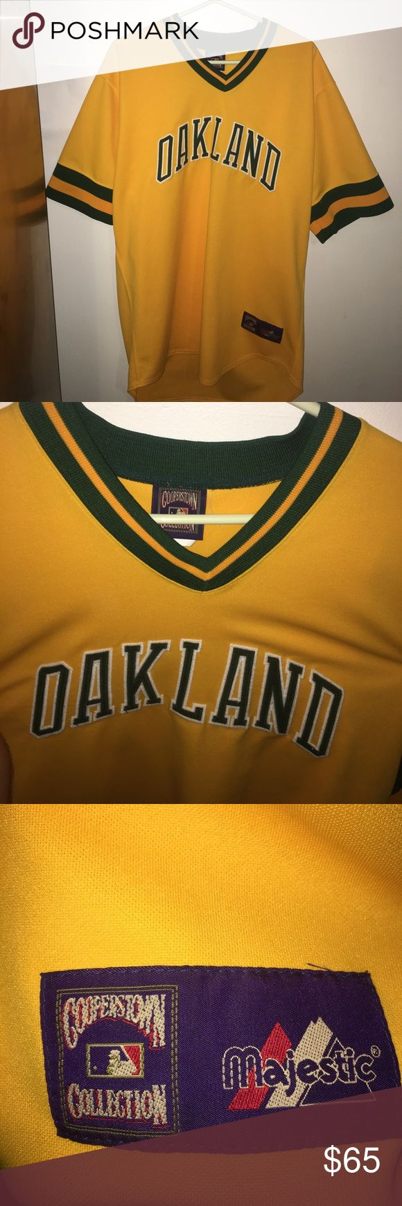 Oakland jersey Majestic size XL cooperston collection, no name on back just blank , send an offer, Oakland baseball Majestic Shirts Tees - Short Sleeve