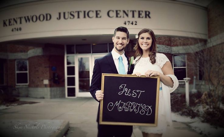 Courthouse wedding/ justice of the peace