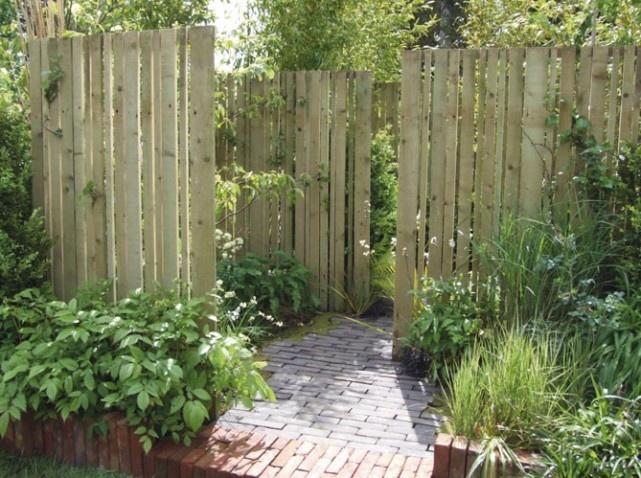 Privacy with wooden palisade