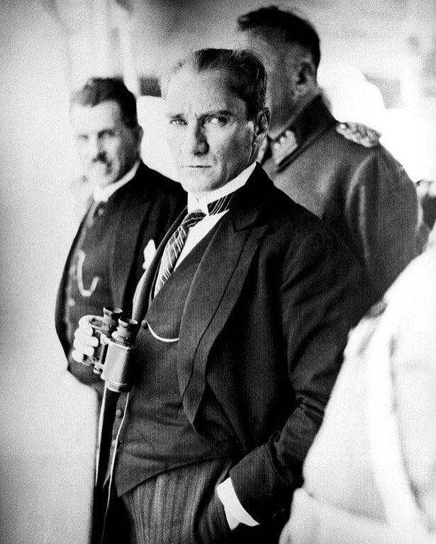 Ulu Onder Mustafa Kemal Ataturk U Sevgi Saygi Ve Her Gecen Gun Artan Bir Ozlemle Aniyoruz 10kasim Saygi Portre Yaz Alintilari