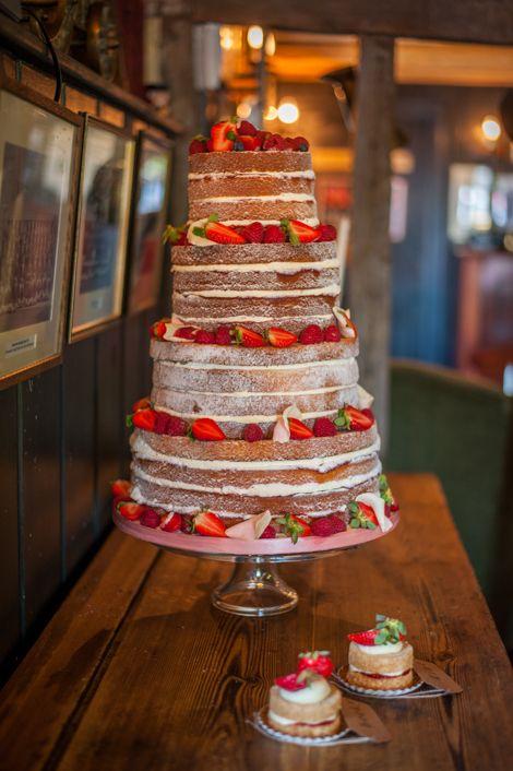a beautifully quaint English country pub wedding in Hampshire   uk wedding blog