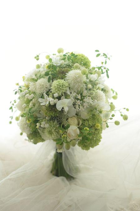 会場装花とクラッチブーケ ブラッスリーポールボキューズ様へ : 一会 ウエディングの花