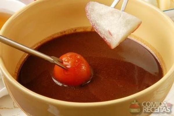 Receita de Fondue de chocolate com frutas - Comida e Receitas