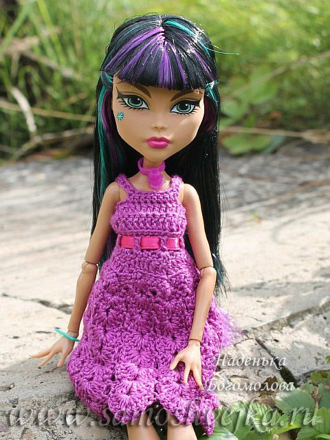 Chrochet a dress for Monster High!