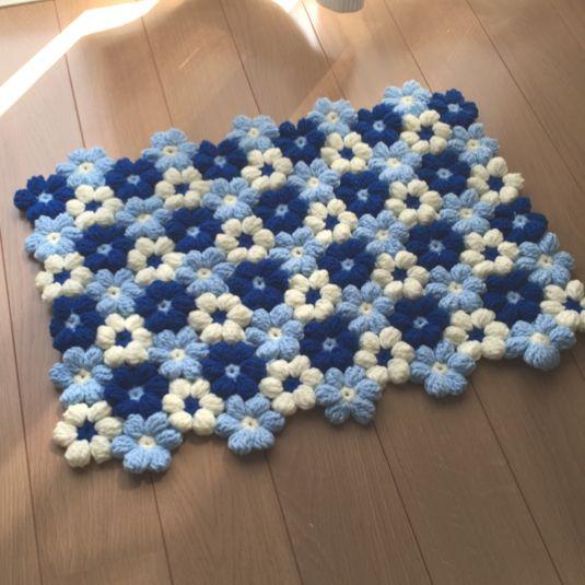 毛糸の小花のラグ・マット