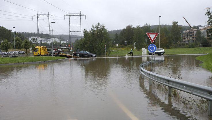 REGN REGN REGN. September er en usedvanlìg våt måned i Sør-Norge. Eneste trøst er at det loves rimelig strøm til vinteren. Kraftmagasinene er fulle.  Nettavisen 14.09.2015.