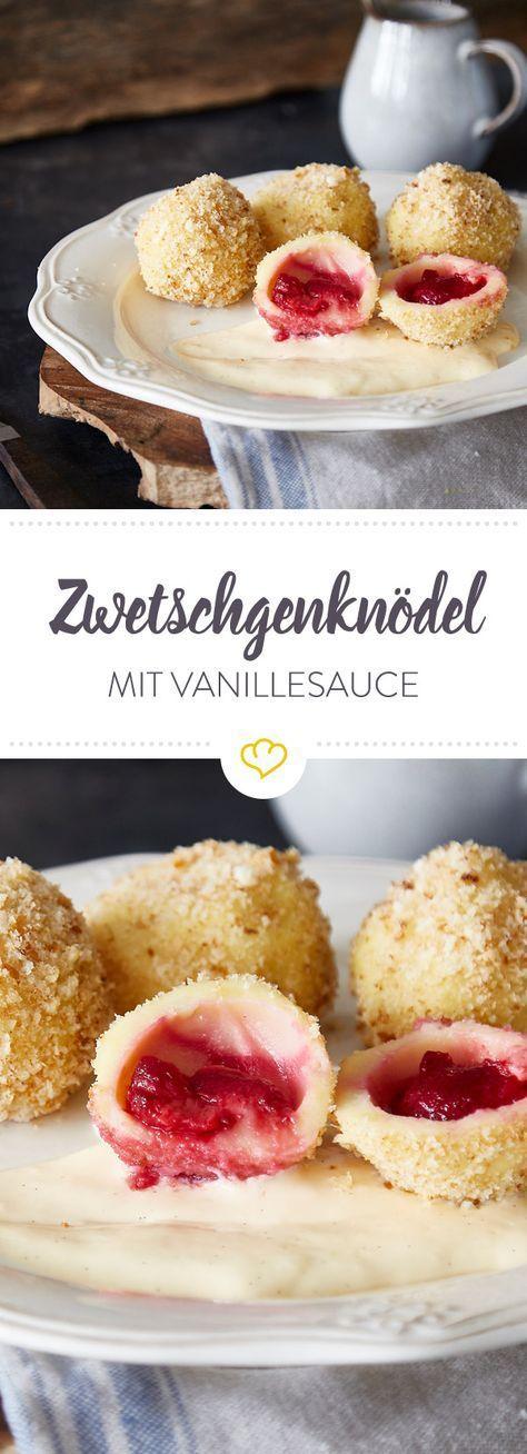 Süß, klein und sooo lecker. Zwetschgenknödel sind süß, klebrig, fruchtig und bröselig zugleich und schmecken unfassbar gut mit selbstgemachter Vanillesauce.